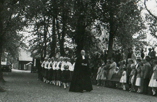 a confirmation ceremony in the 30s or early 40s